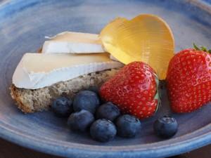 Blings med Camembert og granskudd/løvetanngelé. Foto Arne Nohr